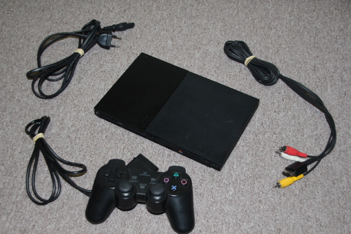 PS2 slim console with remote controller