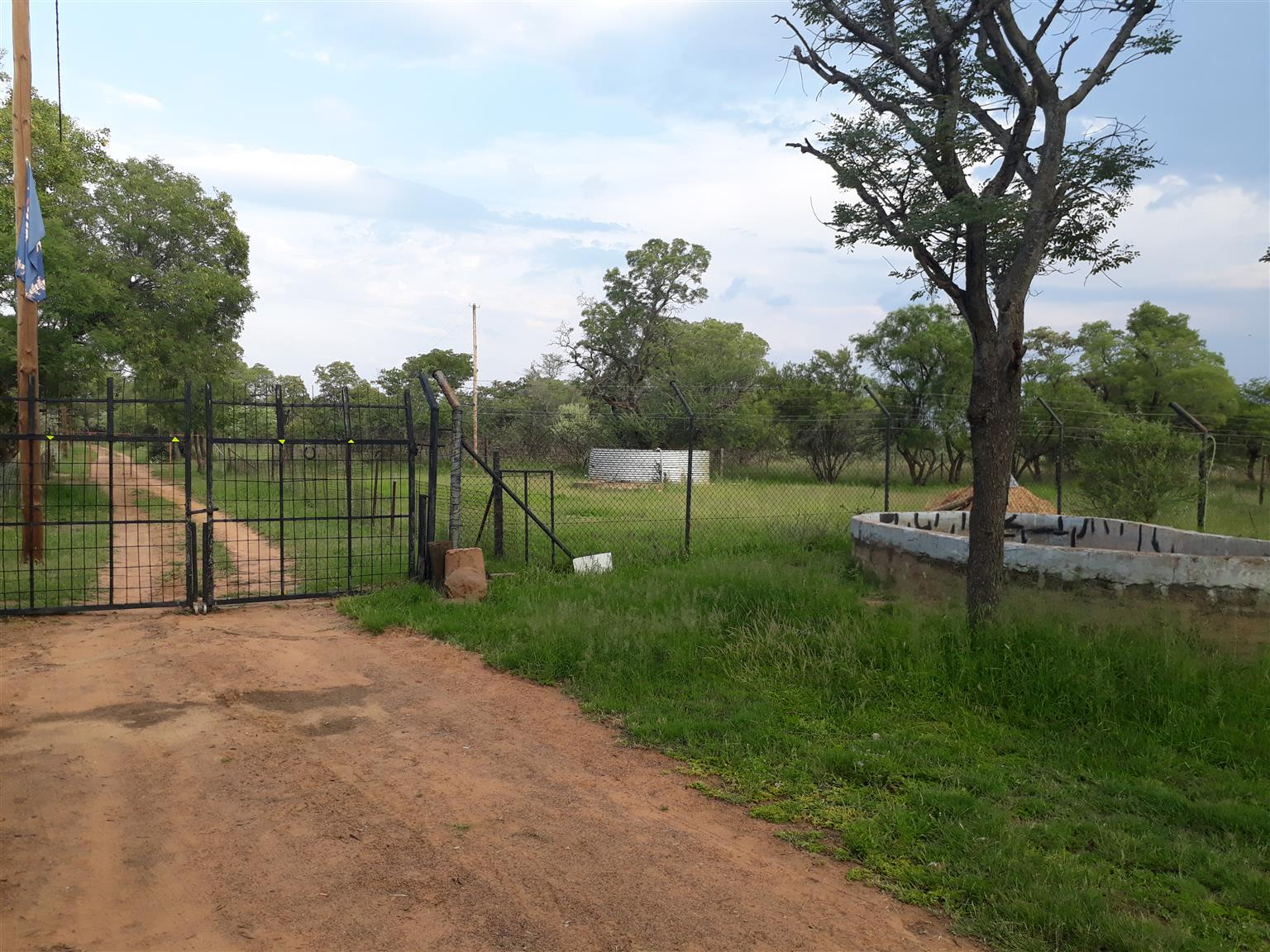 9 2 ha Plot with 3 Bedroom House | Junk Mail