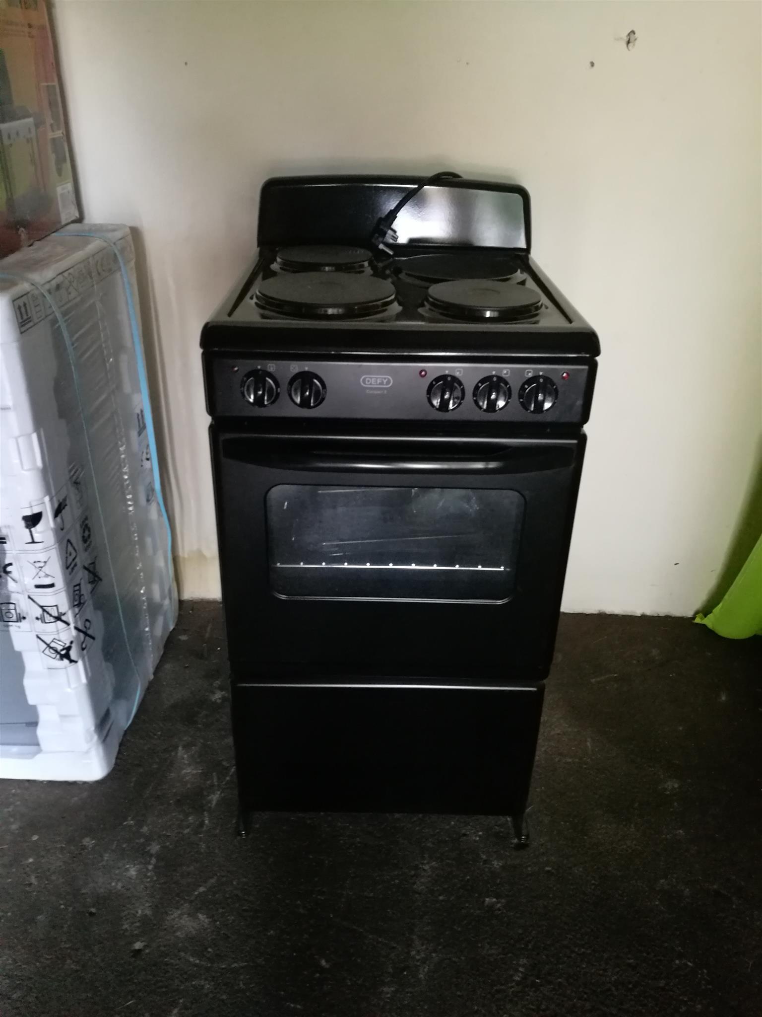Defy 3 plate stove
