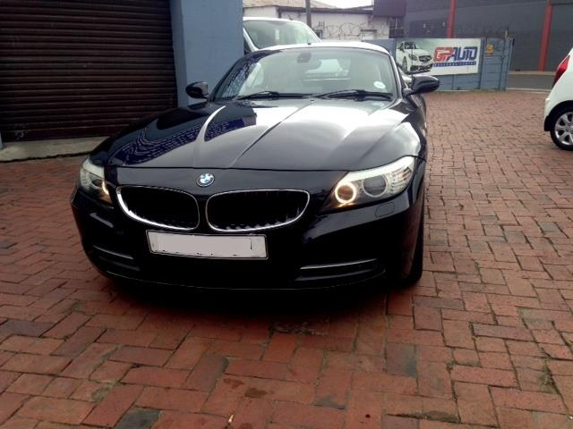 2009 BMW Z4 Convertible sDrive23i Roadster with only 90,000kms