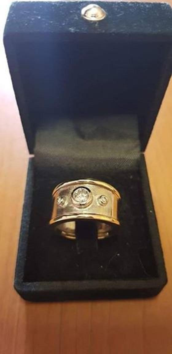 Ladies Gold Ring 9ct 9.9g 2tone with 0.30ct & 2 x 0.03ct Diamonds
