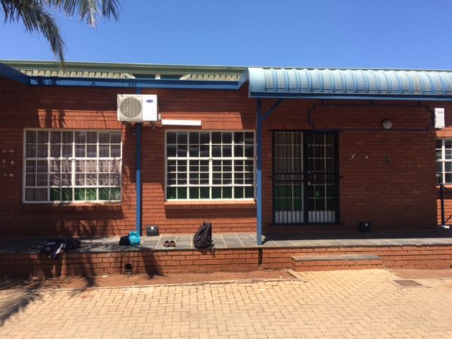 WAREHOUSE / FACTORY / OFFICE To LET IN HENNOPSPARK , CENTURION!! LOTS OF POWER AVAILBLE (200 AMPS)