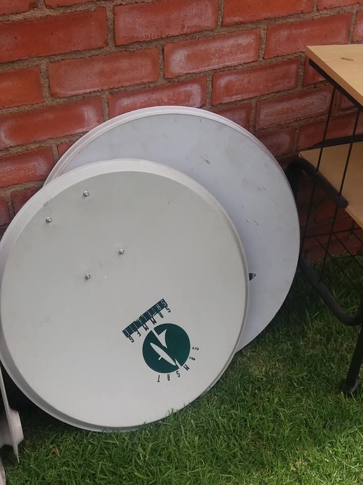2 satelite dishes