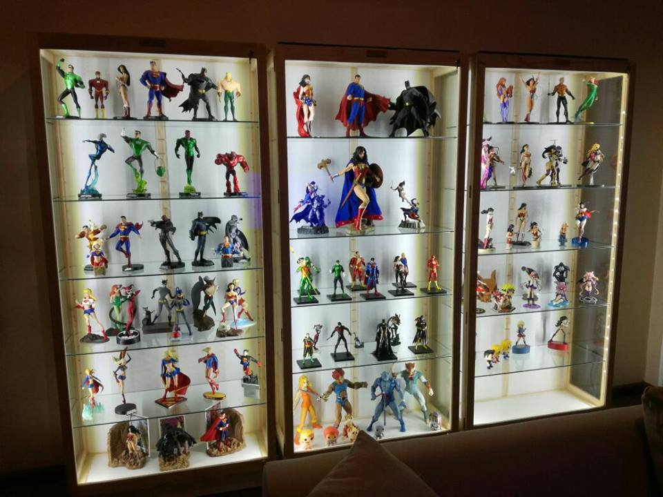 Figurines, Collectibles and Models show Cabinets with Unrestricted view, Dust Proof !
