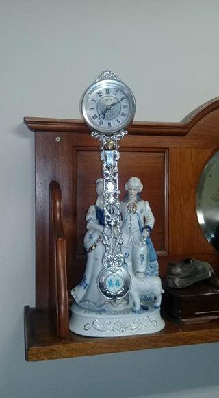 Porcelain pendulum horlosie