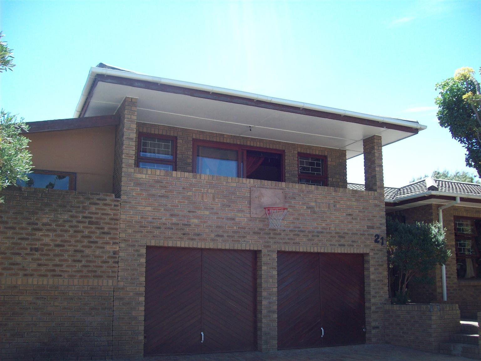 STELLENRIDGE, BELVILLE, 5 BEDROOMS, 3 BATHROOMS WITH OUTSIDE ROOM