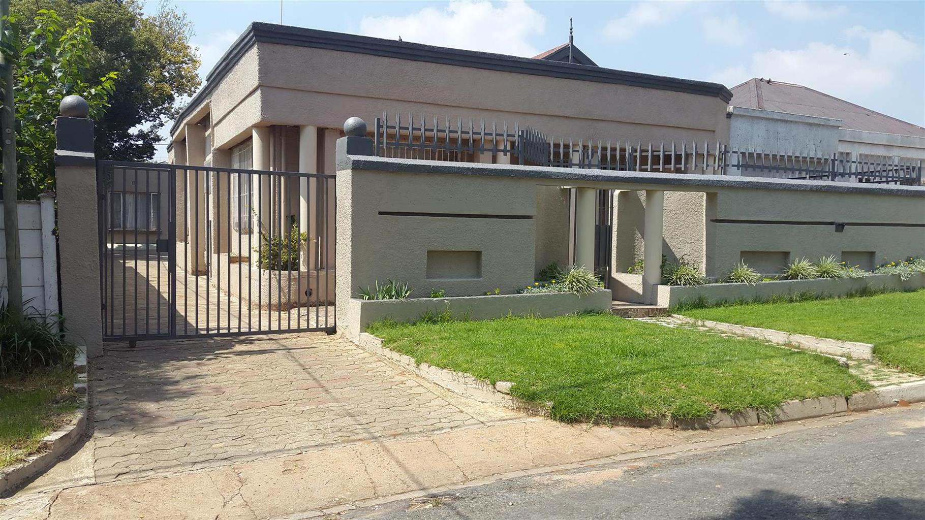 A very secured house to share in Roodepoort CBD.