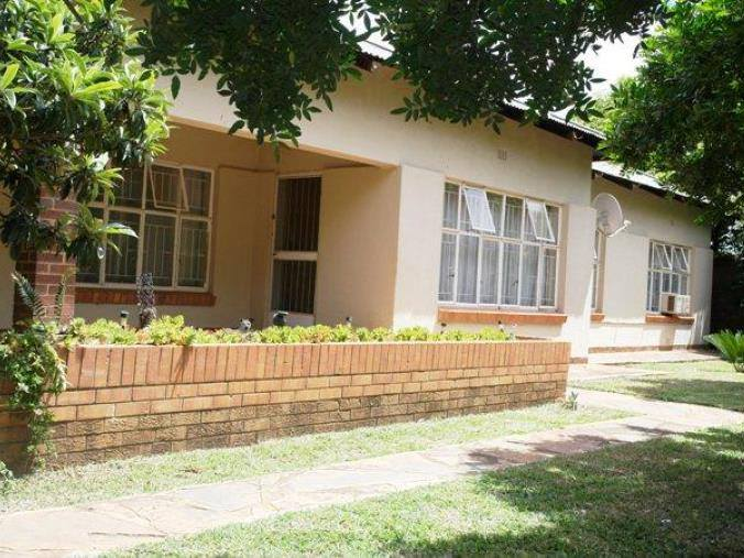 HOUSE IN BUSINESS RIGHTS ZONE NABOOMSPRUIT