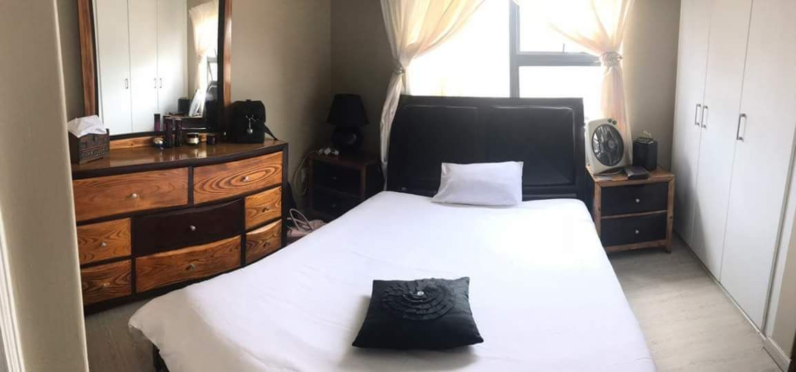 Selling A Beautiful Bedroom Suite For R5000.00 (Dressing Table With  Drawers, Two