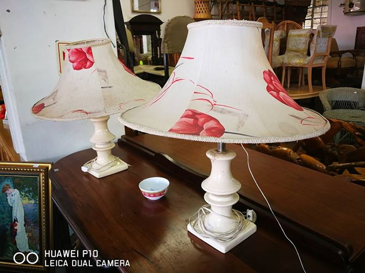 Flower shade white lamps