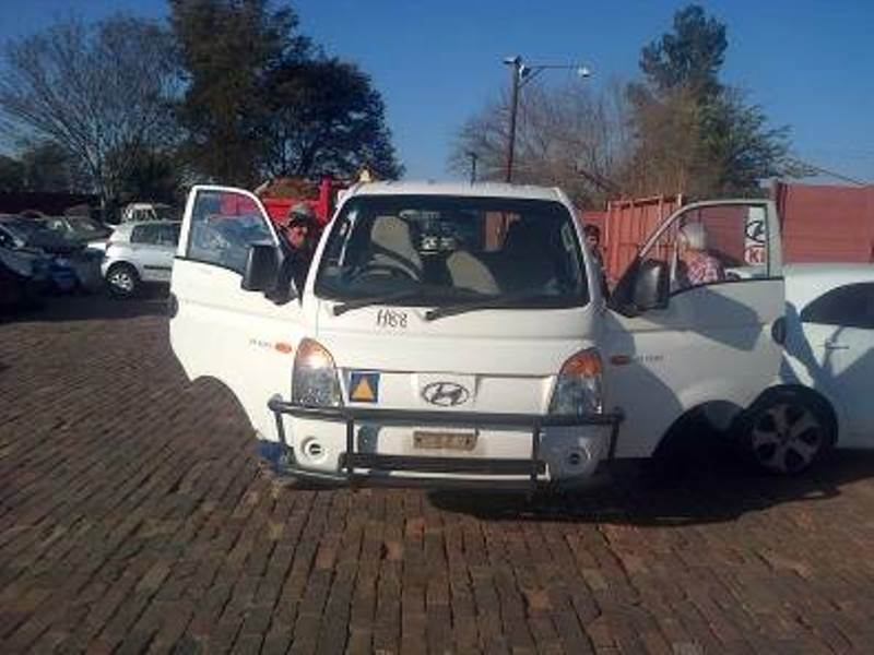 Hyundai H100 2.6 diesel Bakkie stripping for spare