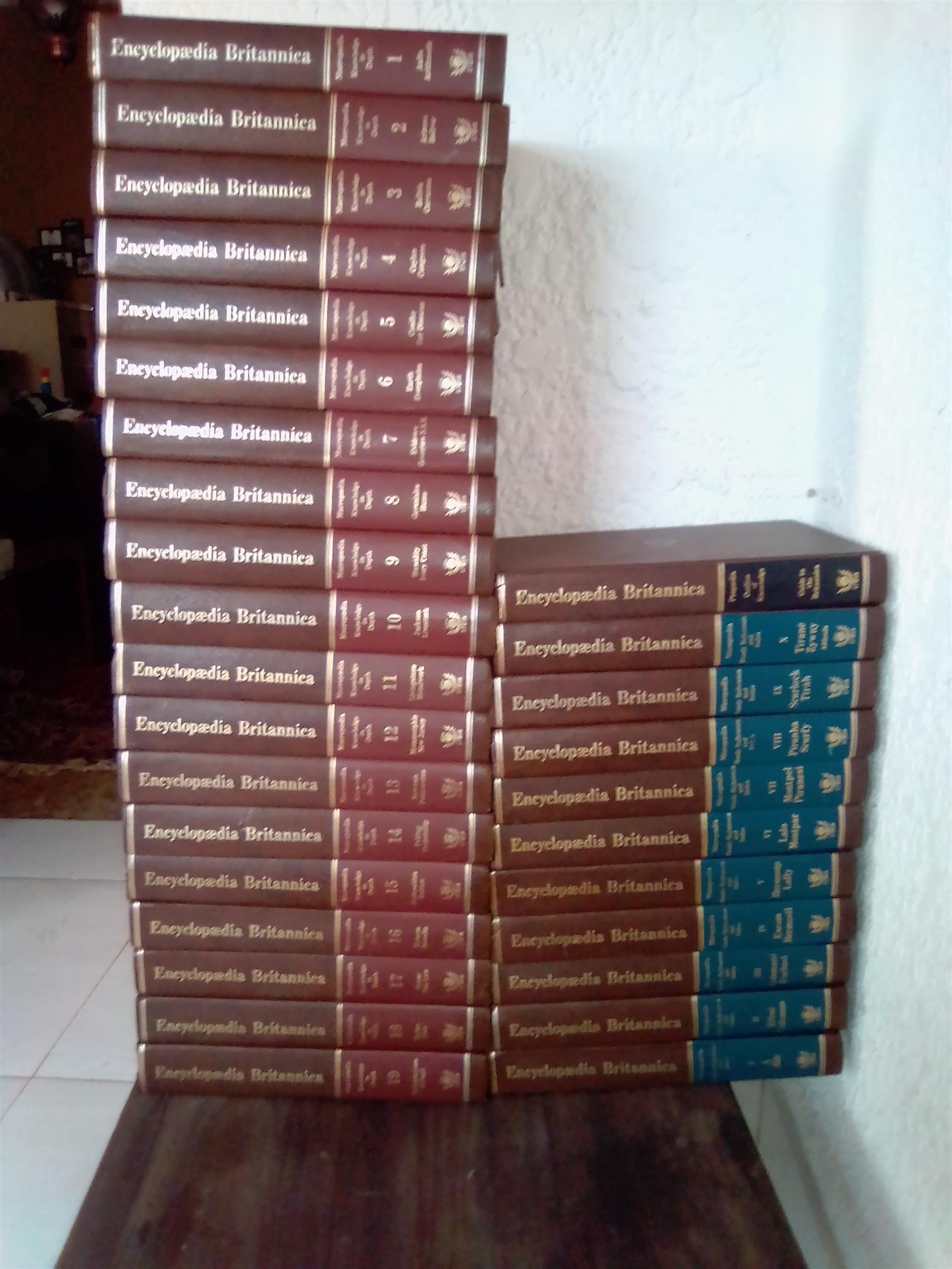 Encyclopaedia Britannica Full Set. Macropaedia 19 Books. Micropaedia 10 Books.  Propaedia One Book. Total 30 Books. Collectors Items. Well looked after.