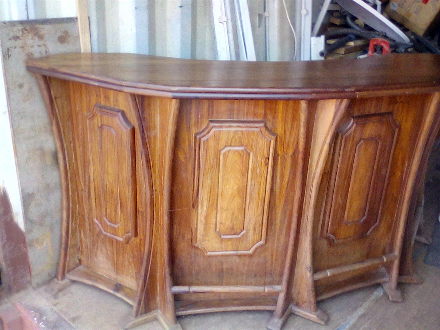 Bar in Solid Kiaat Wood