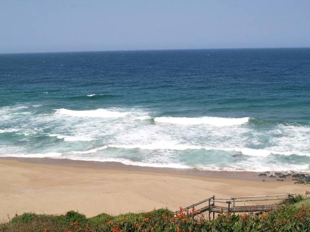R 2000 pn Ballito Les Palmiers holiday accommodation three bedroom two bathroom