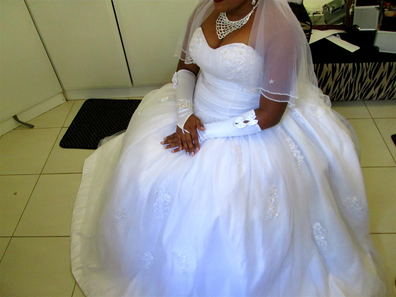 AFFORDABLE stunning bridal gowns for hire R499