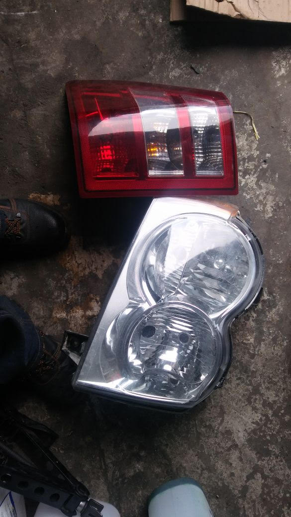 2005 To 2010 JEEP GRAND CHEROKEE HEADLIGHT U0026 TAILLIGHT (RIGHT SIDE)