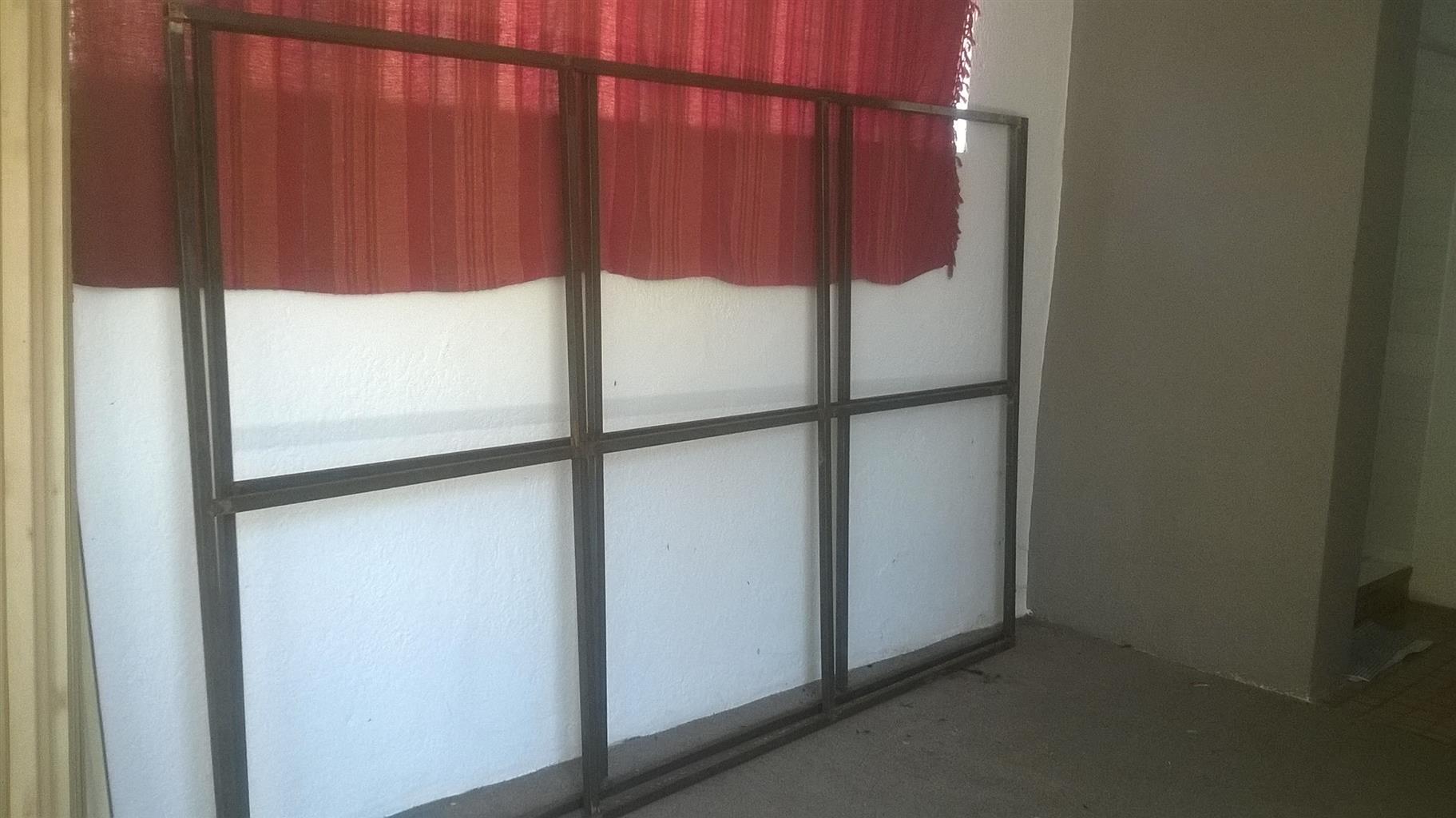 2 x gate / fence frames - 1.6m x 2.5m
