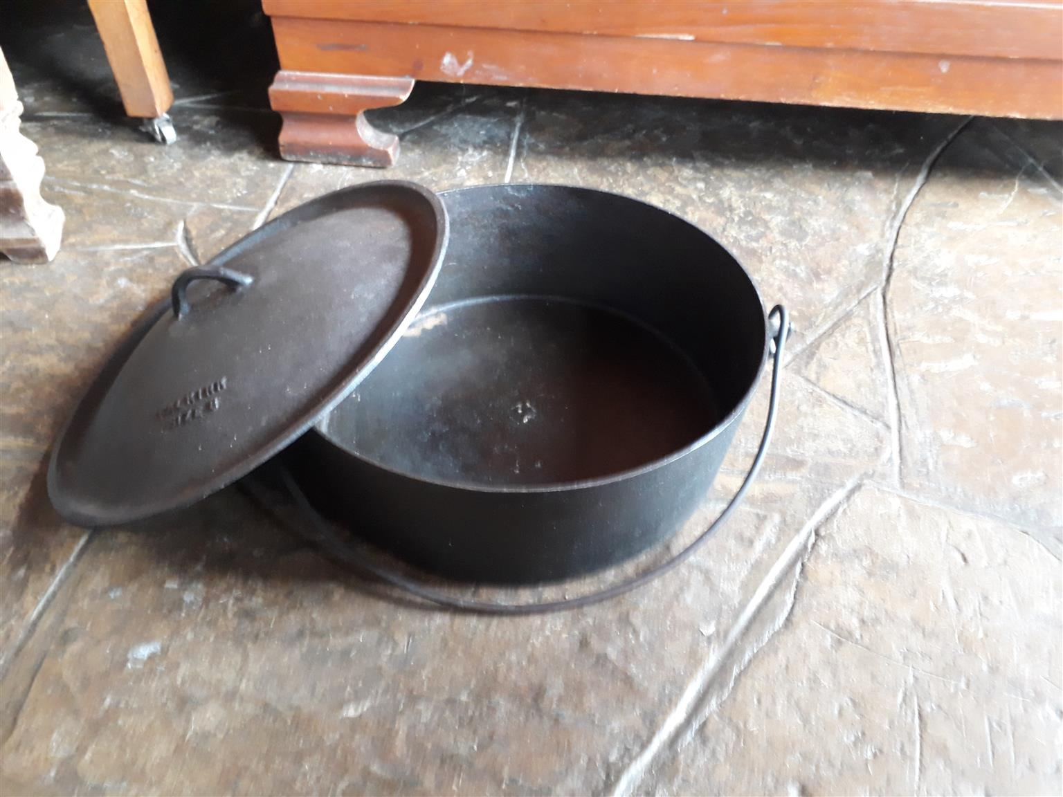 Large Cast Iron Pot - flat bottom