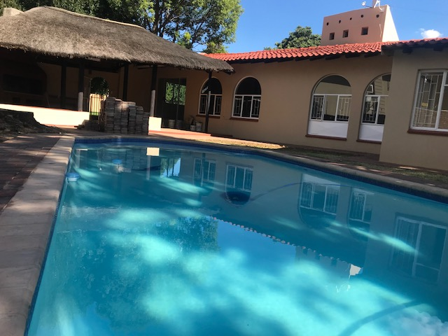 Newly renovated 3 bedroom house with swimming pool and lapa