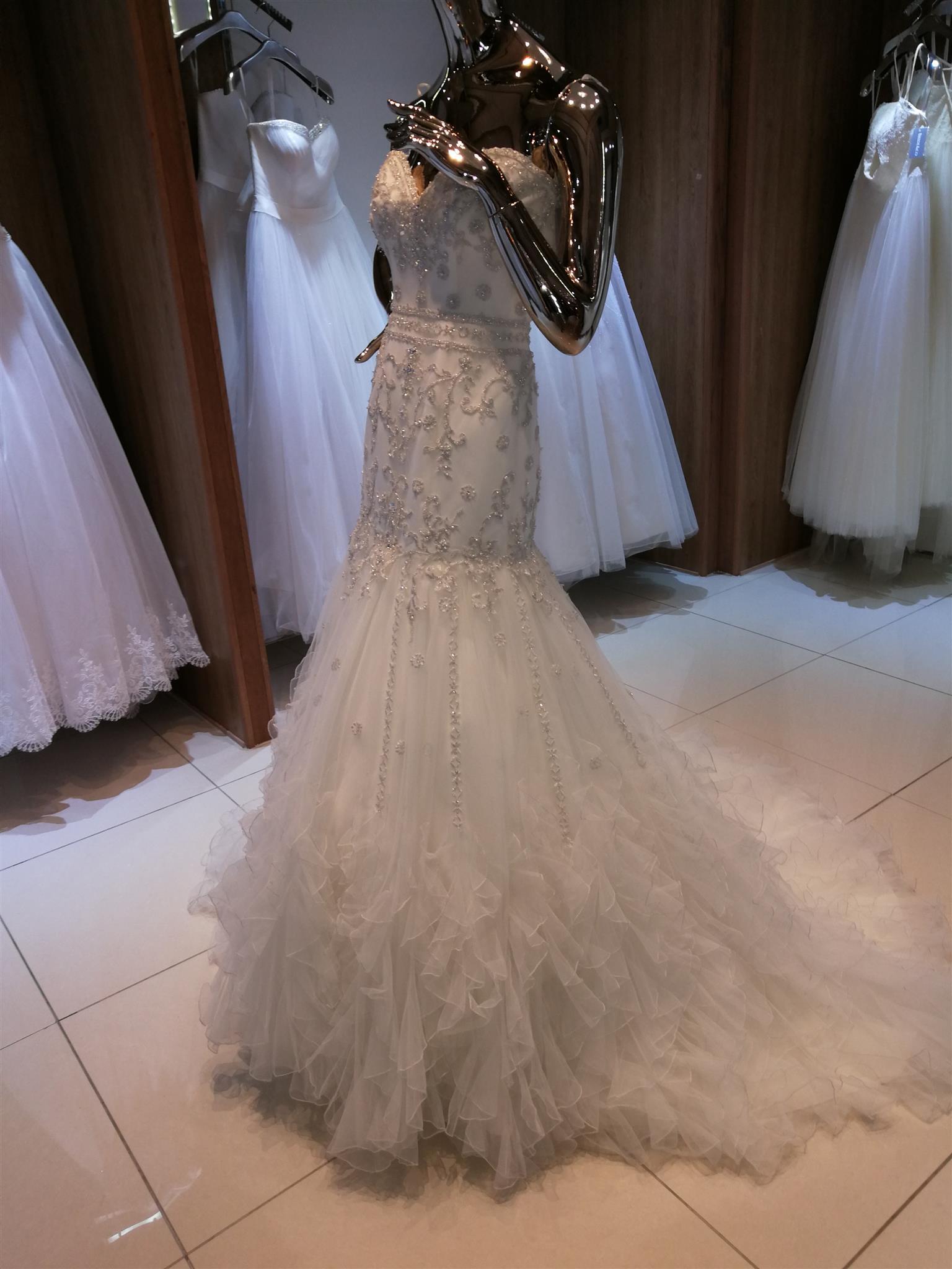 BRAND NEW Viola Chan wedding dress for sale- R12K Neg.