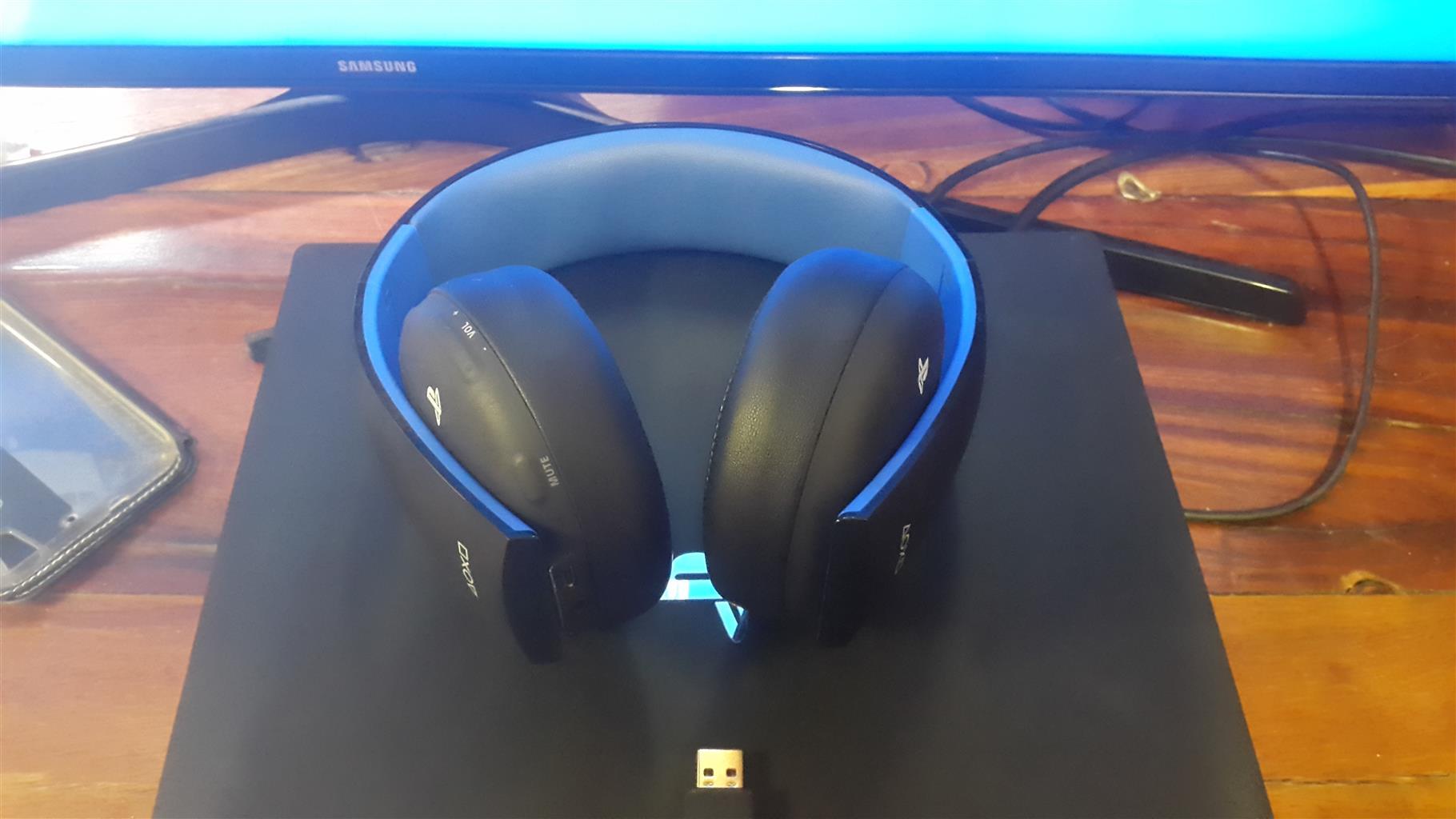 Ps4 pro headphones account