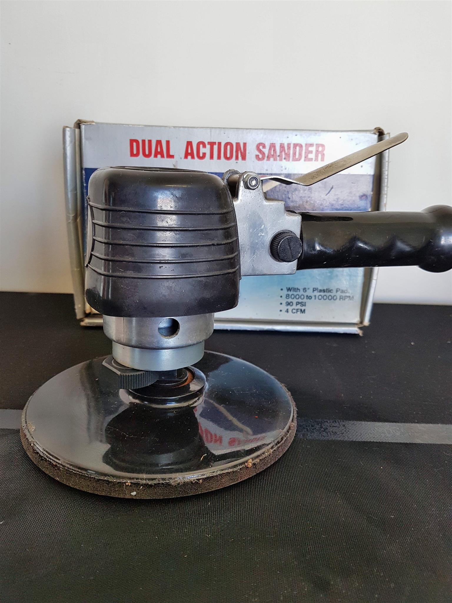 Pneumatic Dual Action Sander
