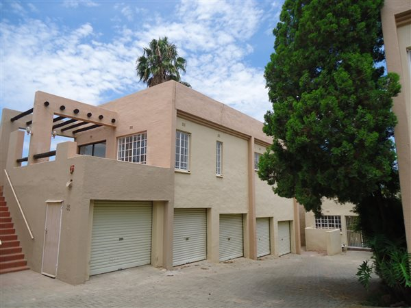 Rivonia - Tranquil 1 bedroom 1 bathroom apartment with furniture for sale R1300000
