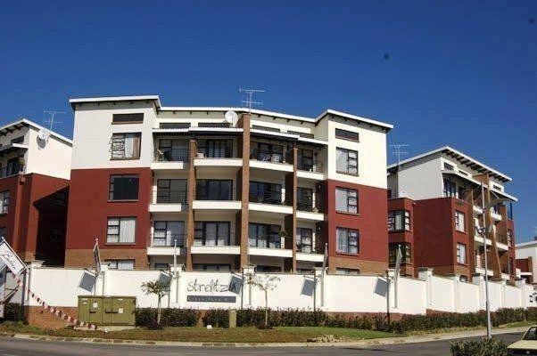 Greenstone - Upmarket 1 bedroom 1 bathroom top floor apartment available R7500