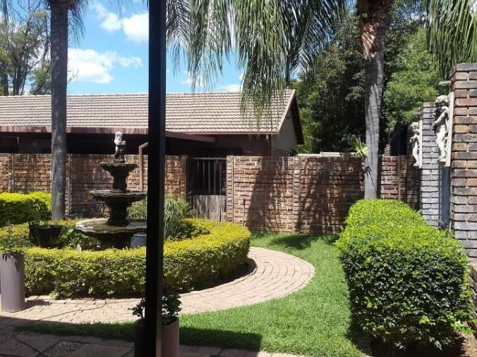 Pretoria East Lynne - Stunning 4 bedrooms 2 bathrooms house for rent R12000