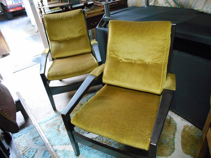 2 MID CENTURY BUTTON-BACK CHAIRS