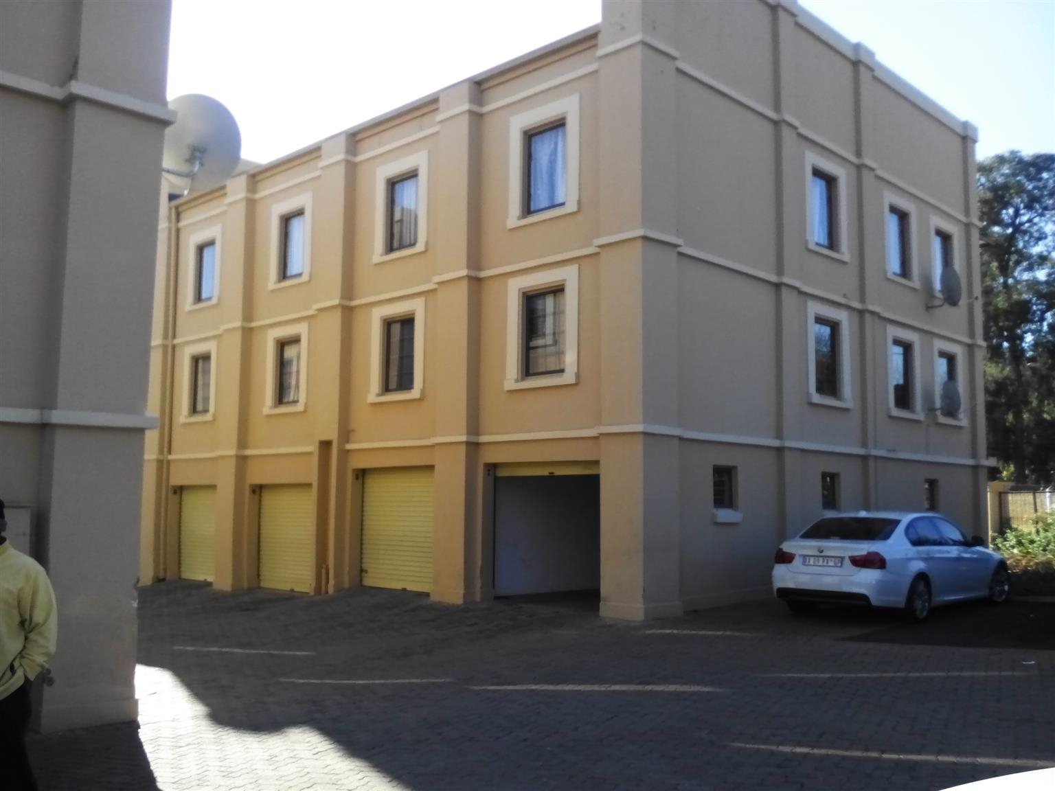 A spacious 3 bedroom flat in a neat security complex available on 1st January 2018 for R7000.00pm