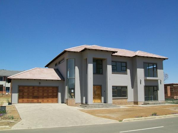 4 Bedroom House for Sale in Somerton Estate, Bloemfontein