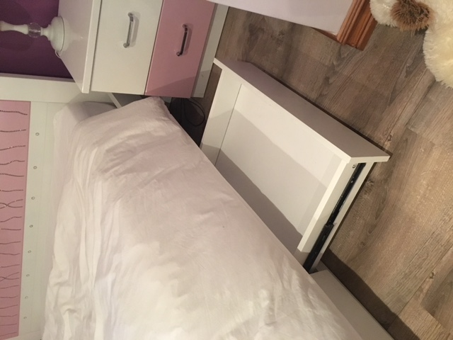 Mokki double bed & 2 pedestals