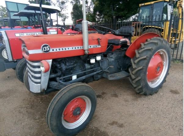 S2359 Red Massey Ferguson (MF) 135 35kW Tractor / Trekker 2x4 Pre-Owned Tractor