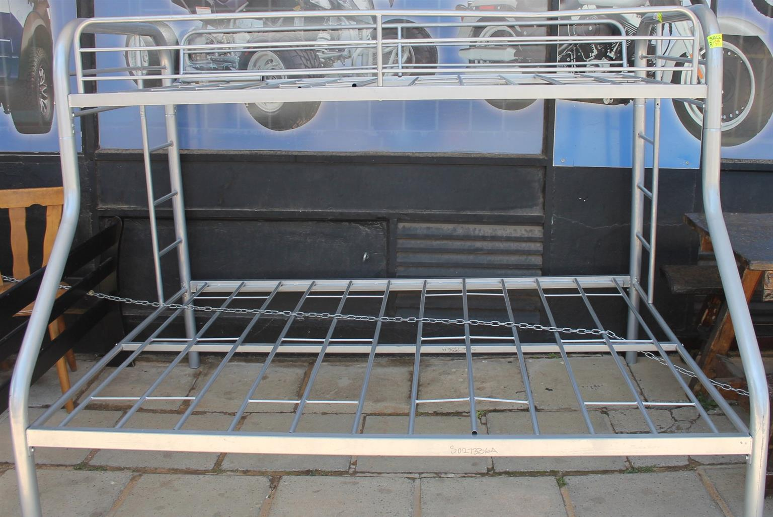 Steel tribunk bed S027336a #Rosettenvillepawnshop