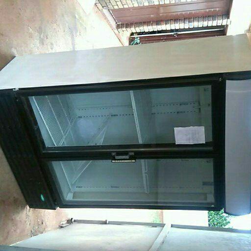 double door frige for saleR 2000 or swop for flatscreem tv only needs gas call leon t
