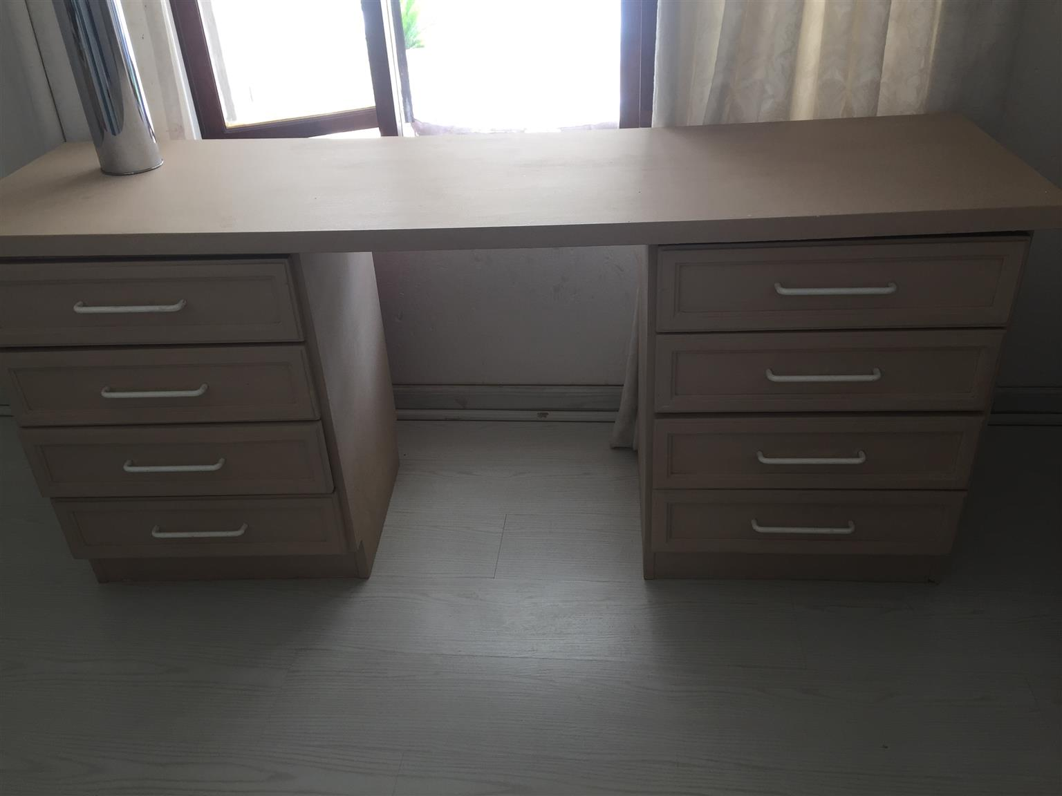 ALL ITEMS -NOW REDUCED! DESK/DRESSING TABLE ROLLER BLINDS ETC!!