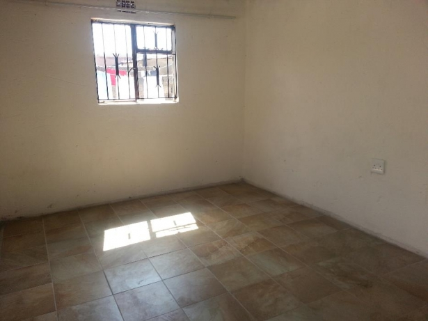Rooms and garages available in Soweto