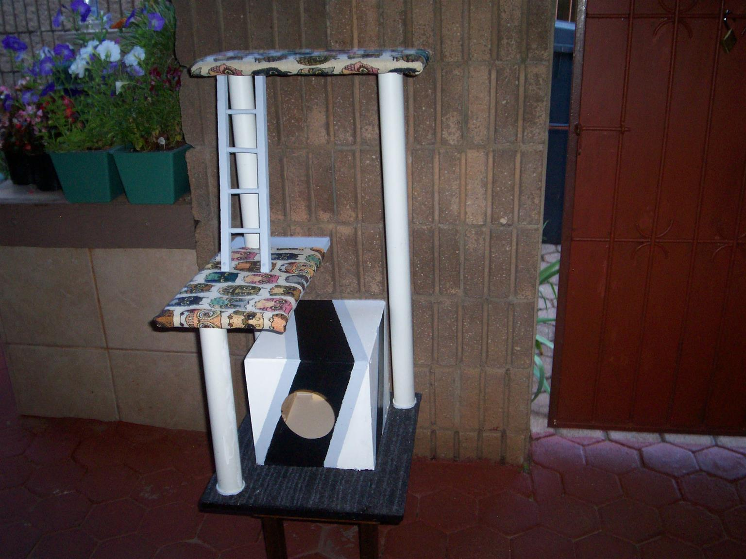 CAT TREES AT  AND SCRATCH POLES ON SALE