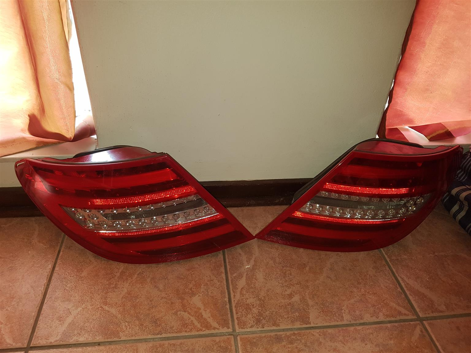 W204 merc tail lamps