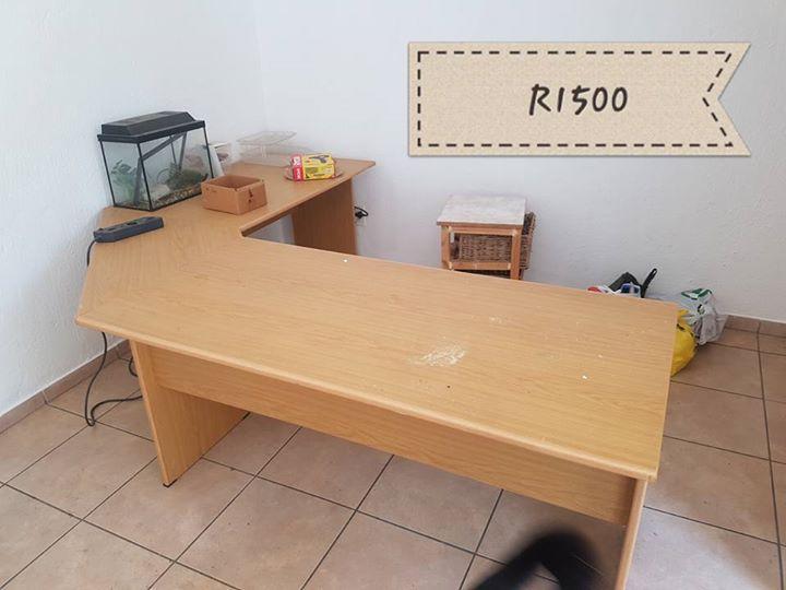 Light wooden corner desk