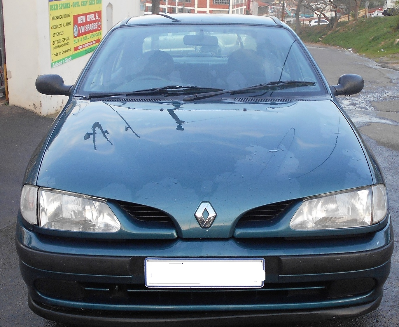 Ongekend Renault Megane 1998 now Stripping For Spares | Junk Mail YD-42
