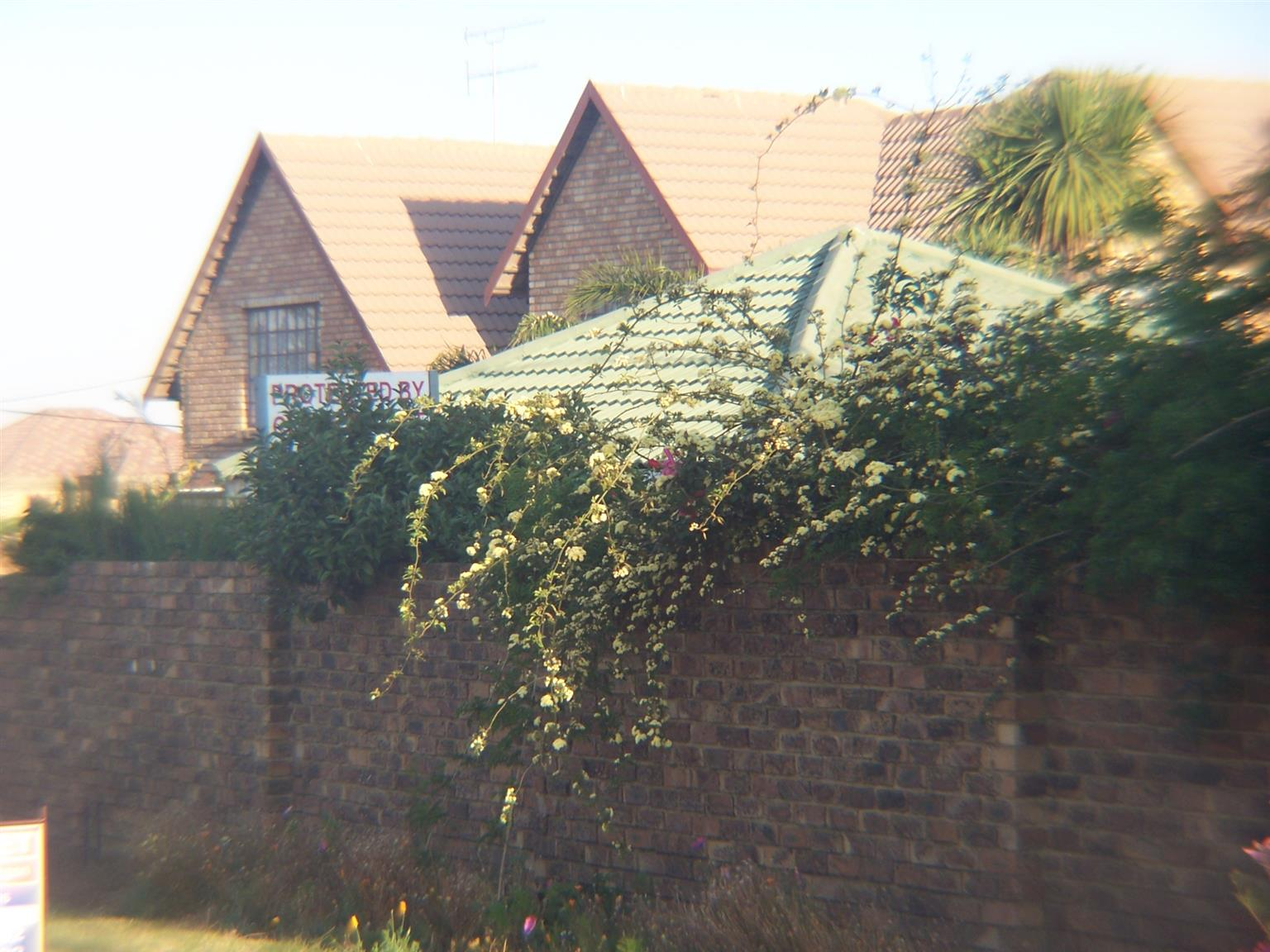 Bartlett,Boksburg,furnished,Serviced Rooms,Suitable for Contract workers.WhatsApp: 0832369141;Call:0824525462; 0119189883.