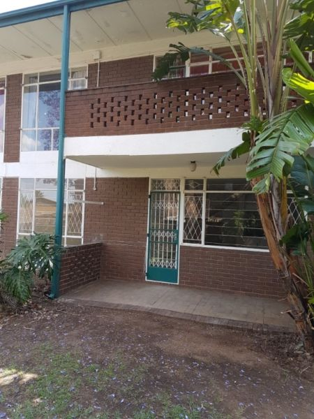 Lyndhurst 2bedrooms, bath, kitchen lounge secure parking for 1 car, flat in a building Rental R4500