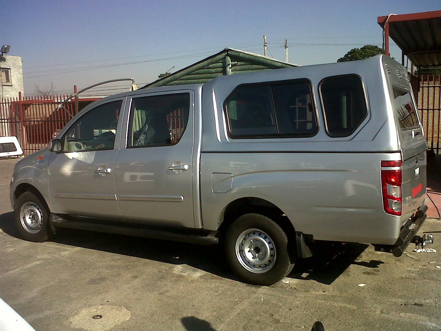 BRAND NEW GC MAHINDRA GENIO STD WHITE D/C BAKKIE CANOPY FOR SALE!!!!