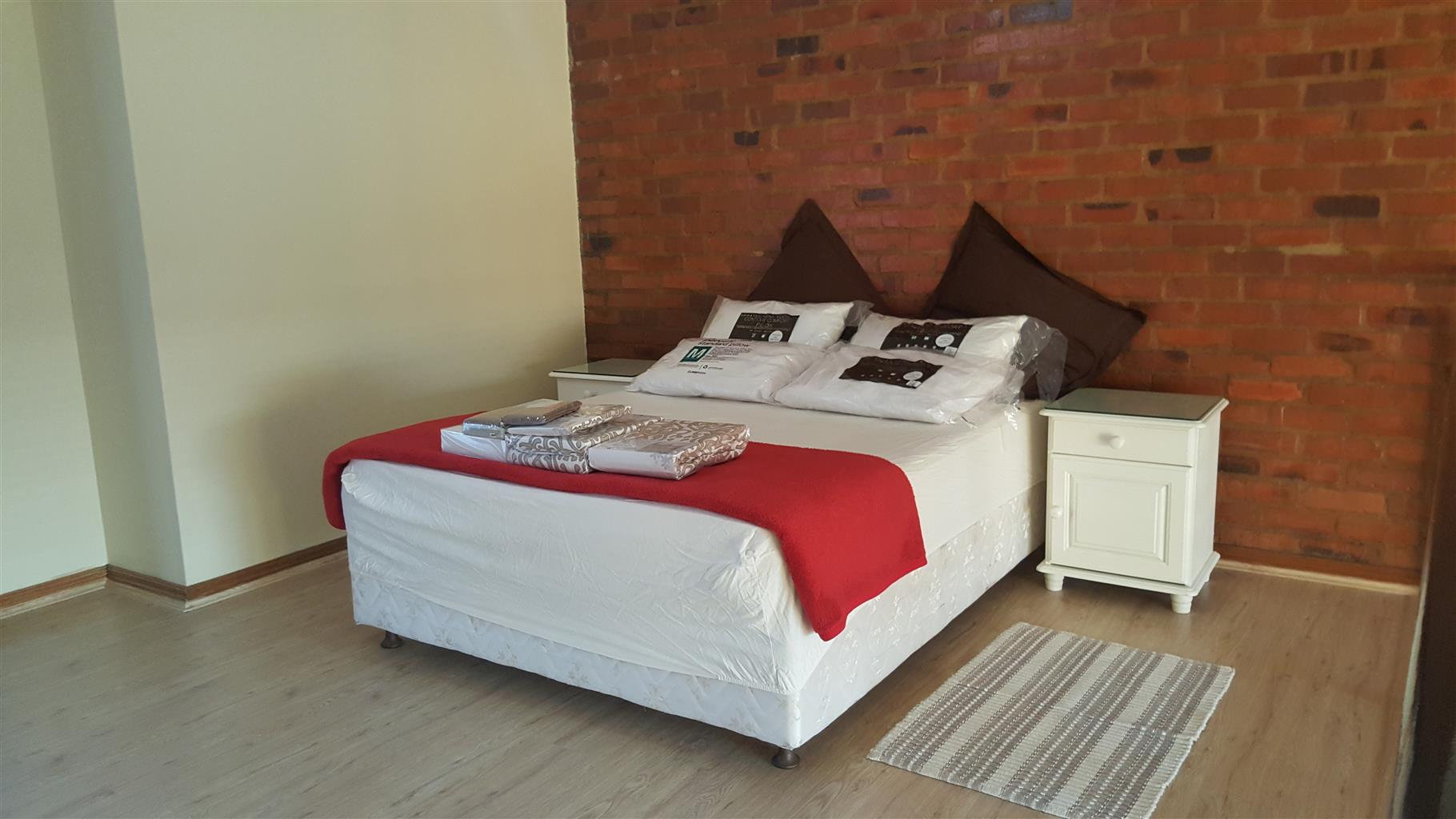 FULLY FURNISHED BACHELOR LOFT APARTMENT TO LET IN HILLTOP LOFTS, MIDRAND BY FEEL-AT-HOME PROPERTIES