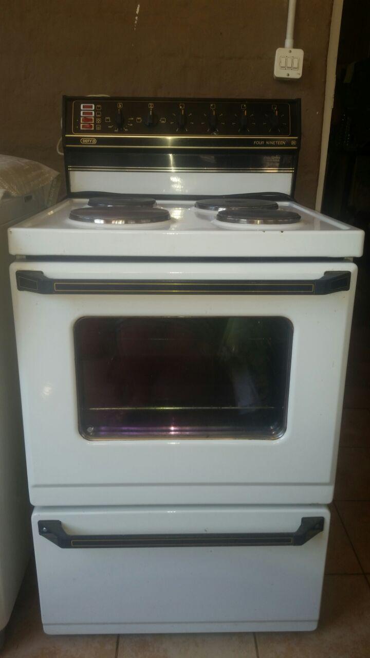 Defy four nineteen stove