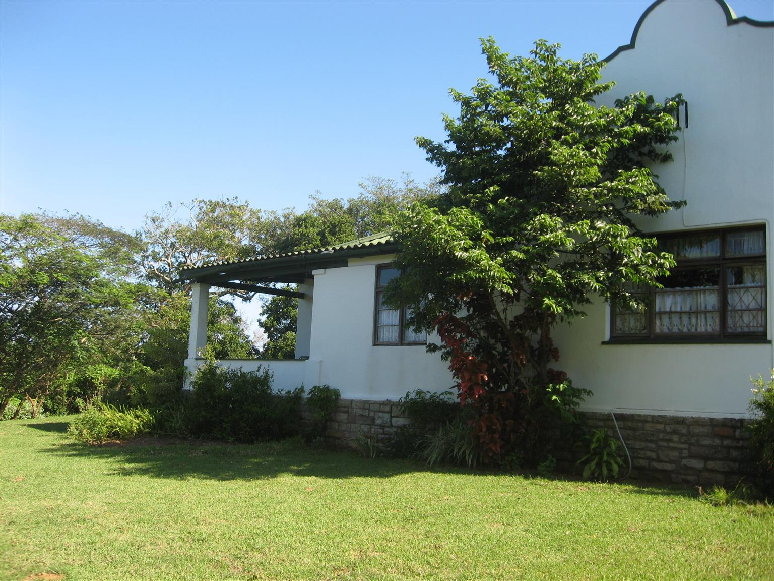 CHARACTER DUTCH GABLE FOUR BEDROOM HOUSE WITH SEPARATE COTTAGE FULLY TENANTED R990,000 UMTENTWENI