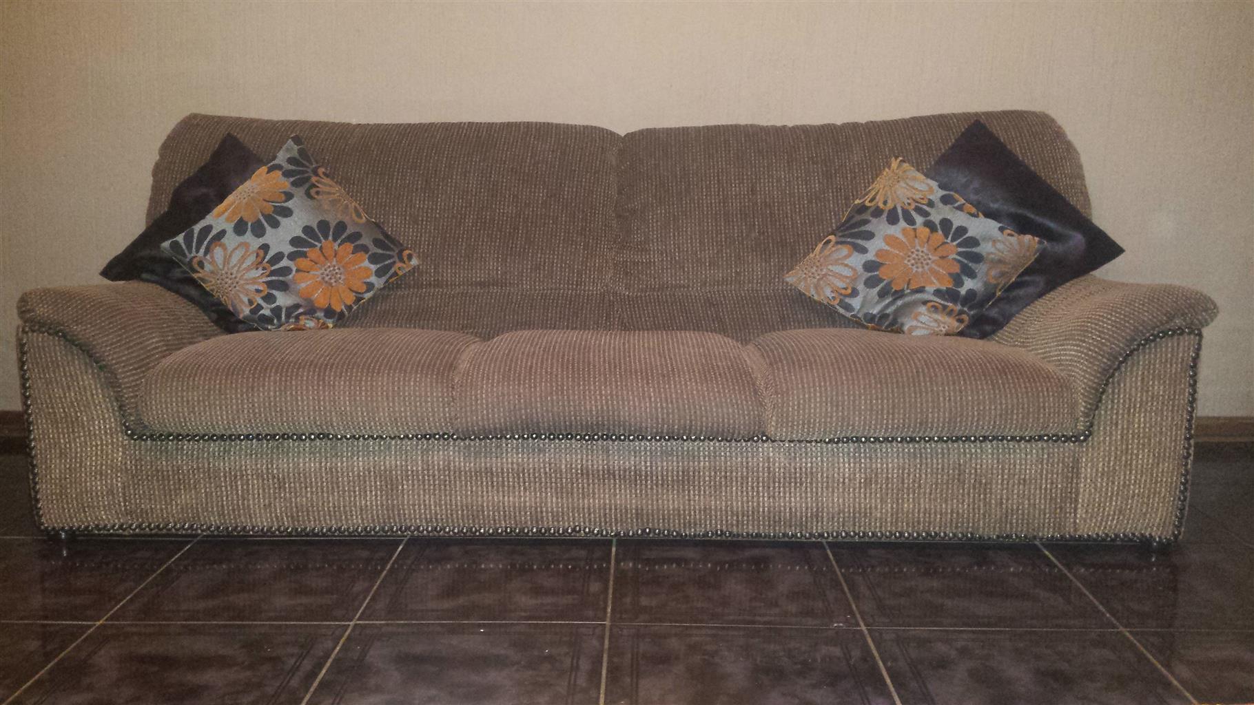 3 piece lounge suite excellent condition