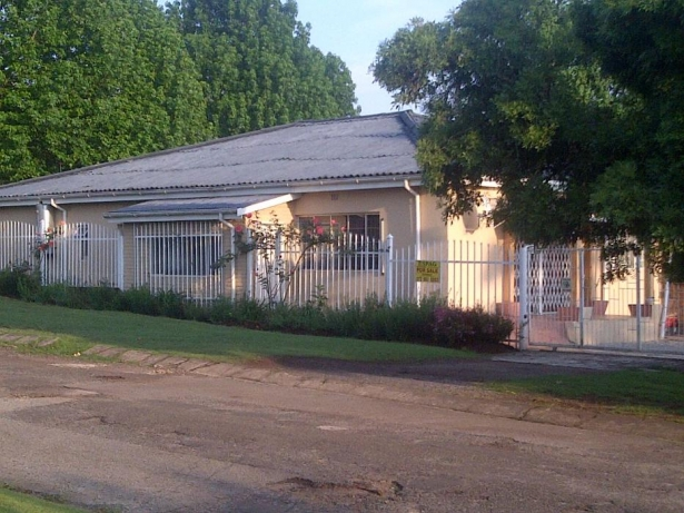 REDUCED House which needs a little tlc with flat for sale in Graskop